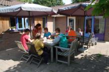 Scorlewald_eten op het terras